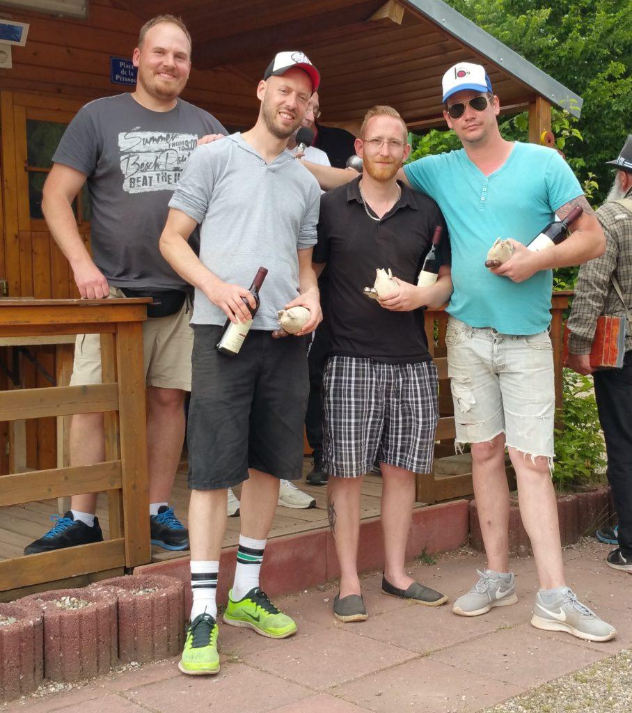 Benefizturnier am 30.05.2019, v.l.n.r. Jean-Francois Wittmann ehrt Platz 1, Kreuz Floh, Neumann Tobias und Kauf Chris